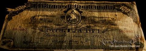 Billete de cien pesos en IRTRA Mundo Petapa foto por Karla Castellanos - El Origen de la Moneda en Guatemala