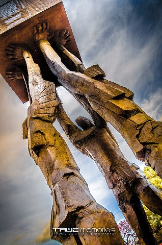 Ciudad de Guatemala la base de la escultura Obelisco de las Luces de Max Leiva Plaza de la Republica foto por Neels Melendez de True Memories - Galería – Fotos de la Ciudad de Guatemala
