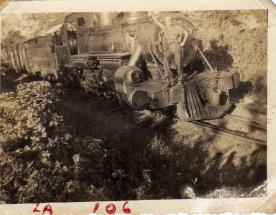 Recuerdos del Ferrocarril de Guatemala Raul Garcia en el frente de la locomotora foto por Guillermo Gonzales - Galería – Fotos del Ferrocarril de Antaño en Guatemala