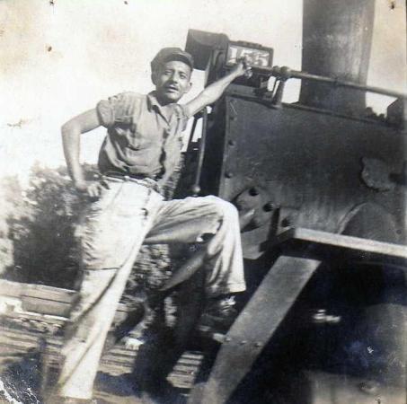 Recuerdos del Ferrocarril en Guatemala aqui se ve el señor Raul Garcia quien trabajaba en el ferrocarril foto por Guillermo Gonzales - Galería – Fotos del Ferrocarril de Antaño en Guatemala