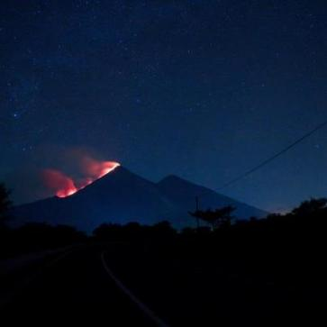Volcan de Fuego HOY en la madrugada foto por Pablo Estrada. - Galería – Fotos de la Erupción del Volcán de Fuego, Septiembre 13, 2012