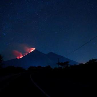 Volcan de Fuego HOY en la madrugada foto por Pablo Estrada. - Galería  - Fotos de Volcanes en Guatemala