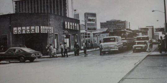 La 7ma. Avenida en 1977 foto por José L Lopez G. - Galería – Fotos de Guatemala de Antaño
