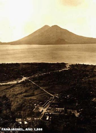 Lago de Atitlan Panajachel en el año 1900 foto enviada por Edy Ruben Yax Zapeta - Galería – Fotos de Guatemala de Antaño