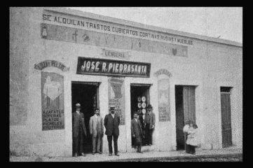Recuerdos - almacen - foto por Juan Arturo Pérez