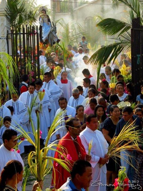 Salida de la Procesión de Domingo de Ramos en Salamá Baja Verapaz foto por German Velasquez - Galeria - Fotos de La Cuaresma y Semana Santa en Guatemala