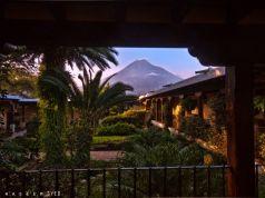 Antigua Guatemala y el volcan de Agua foto por Waseem Syed - Galeria - Fotos de Guatemala por Waseem Syed