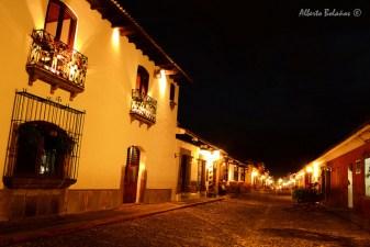 Calles de Antigua Guatemala - foto por Alberto Bolaños