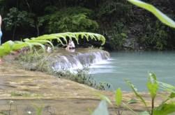 Disfrutando en las cálidas aguas de Semuc - Guía Turística - Semúc Champey, Alta Verapaz
