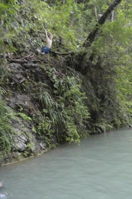 Saltos en Semuc Champey desde la peña - Guía Turística - Semúc Champey, Alta Verapaz