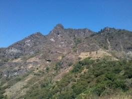 Cerro Rupalaj Kistalin conocido como el rostro maya viendo al cielo - Guía Turística - San Juan La Laguna, Sololá