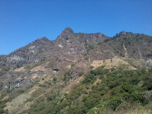 Cerro Rupalaj Kistalin, conocido como el rostro maya, viendo al cielo