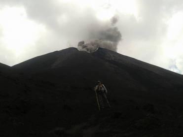 Explosiones constantes se logran contemplar en el volcán Pacaya - Guía Turística - Volcán de Pacaya