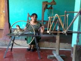 diferentes técnicas para tejer se pueden apreciar - Guía Turística - San Juan La Laguna, Sololá