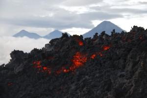 Lava del Volcan Pacaya 2009 11 28 300x200 - Guía Turística - Lava Store, una tienda a 2,522 msnm