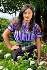 Chapina con su traje tipico en Sololá 2 foto por Mario A Ajanel - Los coloridos trajes indígenas de Guatemala