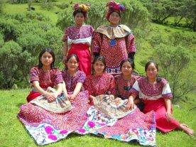 Trajes indígenas de San Mateo Ixtatán, Huehuetenango - foto por ppablo