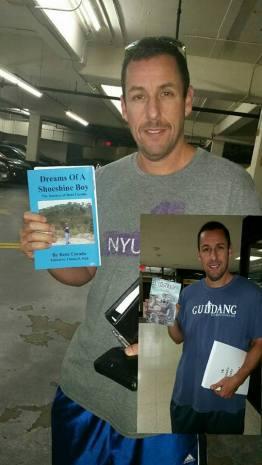 El Lustrador Adam Sandler con copia del libro en Ingles - El libro El Lustrador llegó a los Best Sellers de Amazon