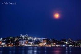La super Luna y la isla de Flores foto por Carlos Echeverria - Fotos de Guatemala por Carlos Echeverría