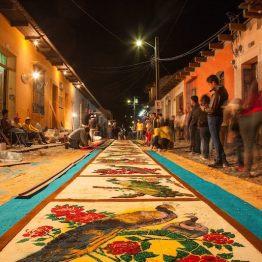 Alfombra de Semana Santa en La Antigua Guatemala - foto por Edgar Monzon