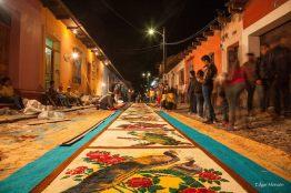 Alfombra de Semana Santa en La Antigua Guatemala foto por Edgar Monzon - Galeria de Fotos de Guatemala por Edgar Monzón