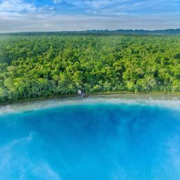 Laguna Lachuá Alta Verapaz foto por Carlos Lope Ayerdi - Galeria de Fotos de Guatemala por Carlos Lopez Ayerdi