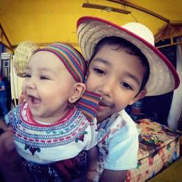 celebrando el traje tipico foto por marcelo jimenez - Galeria de Fotos de Guatemala por Marcelo Jiménez