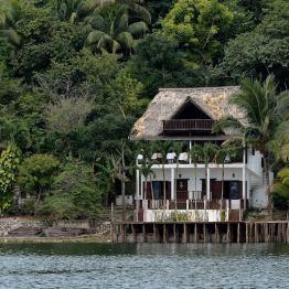 En el lago Petén Itzá - foto por Hugo Altán