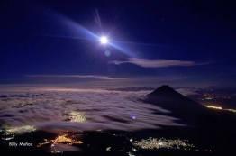 Vista desde el volcán Acatenango - foto por Billy Muñoz de Acuarela Chapina
