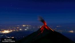 Volcán de Fuego visto desde el Volcán Acatenango, Enero 2014 - foto por Billy Muñoz de Acuarela Chapina