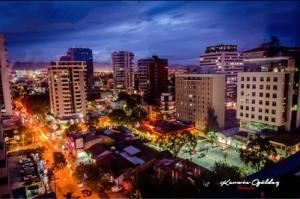 Ciudad de Guatemala - 13 Calle Zona Viva - foto: Kerwin Ogaldez