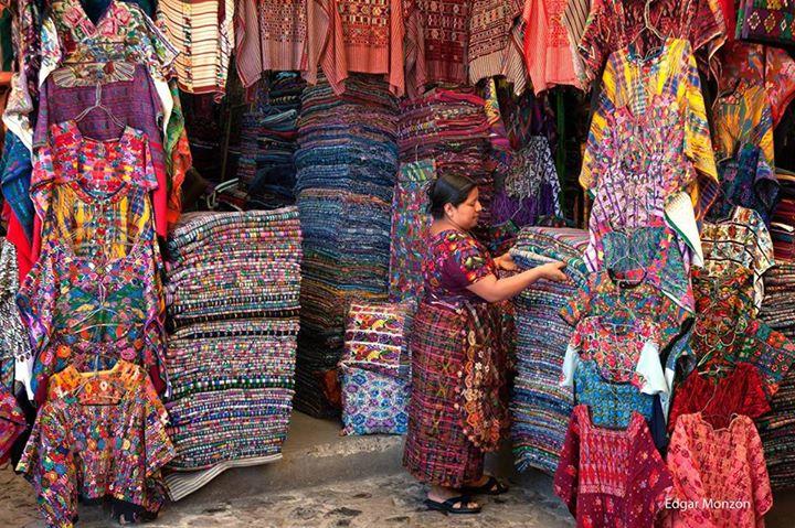 mercado de artesanias de la antigua guatemala foto por edgar monzon de www pixelprofesional com - El Producto Interno Bruto - PIB - en Guatemala, 2015
