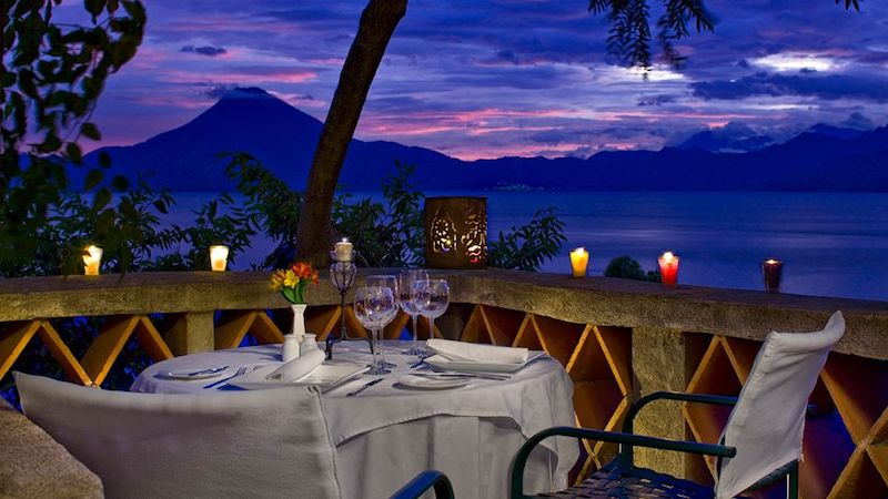 002001 19 restaurant exterior night - 5 lugares para comer y beber en el lago de Atitlán y La Antigua Guatemala