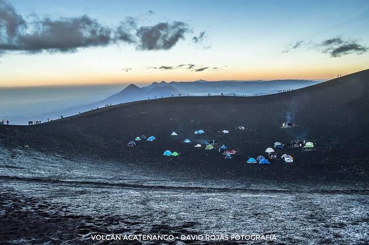 hielo en el plato en la cumbre del volcan acatenango foto por david rojas fotografia - Guía de los volcanes de Guatemala