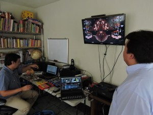 foto2 por g balcarcel 1 - Dieresis: El dúo que hace música con juguetes