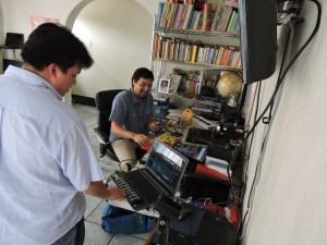 foto3 por g balcarcel 1 - Dieresis: El dúo que hace música con juguetes