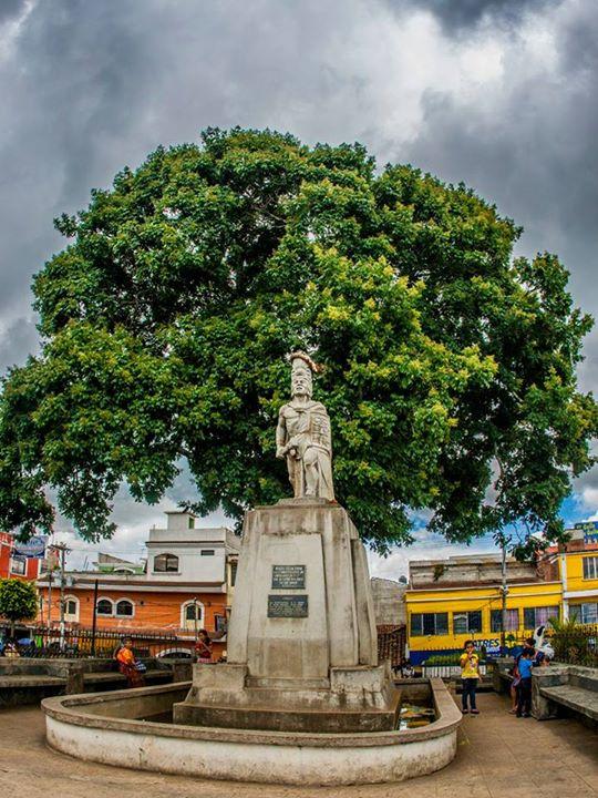 monumento a tecun uman en santa cruz del quiche foto por jose gonzalez - La verdad sobre Tecún Umán sigue en duda