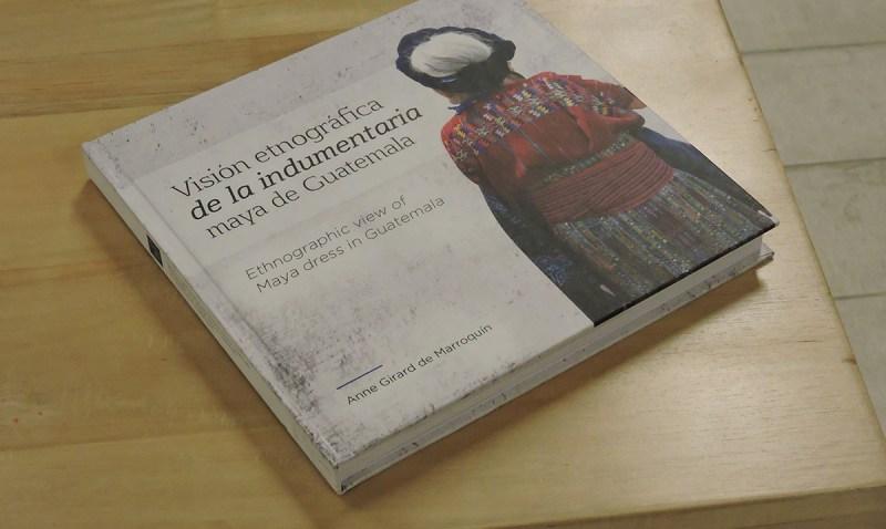 La colección fotográfica de trajes indígenas más grande de Guatemala
