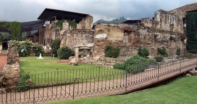 gt056 antigua domingo5 - 9 Conventos en La Antigua Guatemala