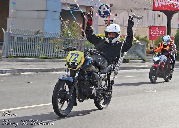 15875623 1381532958564411 2528084442906412618 o - Ni dos accidentes detuvieron al campeón de moto velocidad