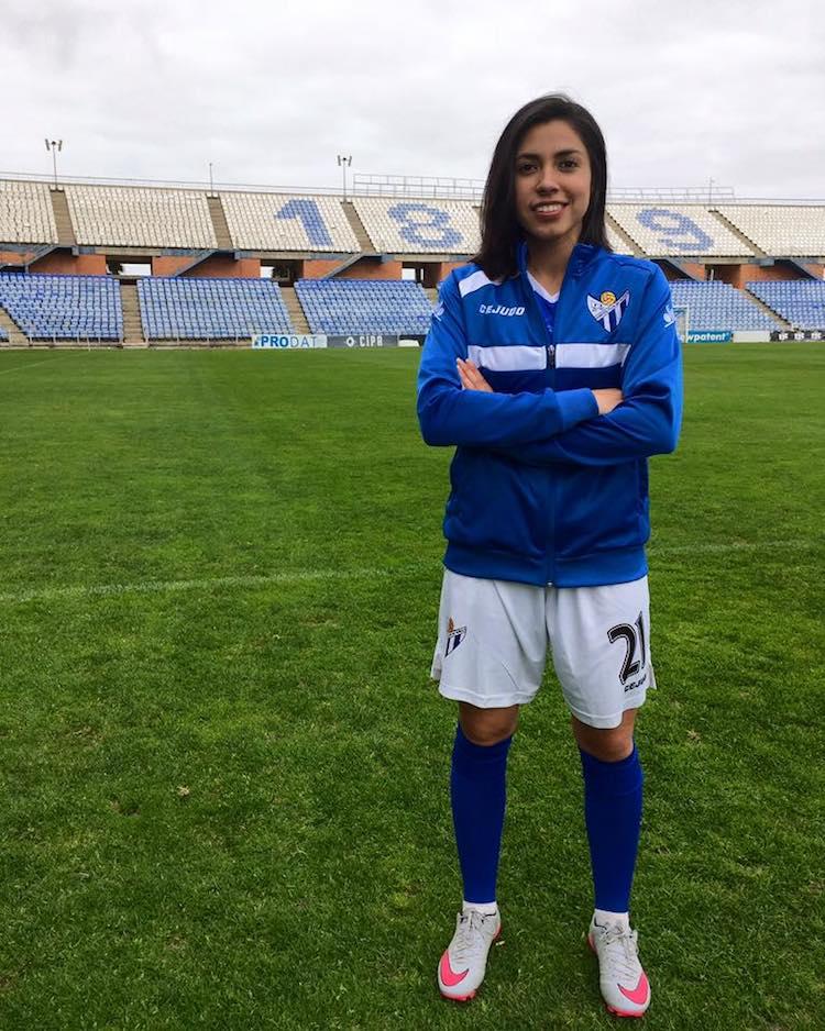 ana lucia martinez 5 - De jugar fútbol en el Campo Marte a destacar en las canchas de España