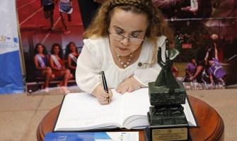 Rosa Idalia Aldana, una Mujer Pequeña que ha superado grandes desafíos