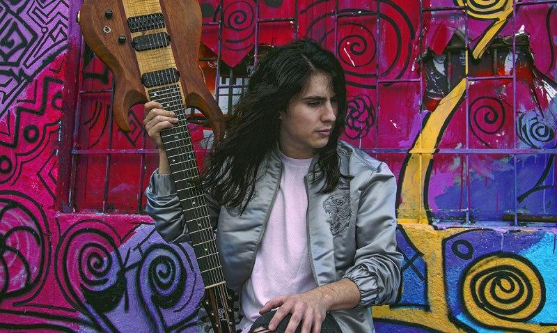 Hedras Ramos y su pasión por la guitarra