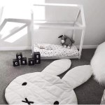 Alfombra infantil de conejo blanco