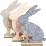 Figuras decorativas de conejos de fieltro y madera