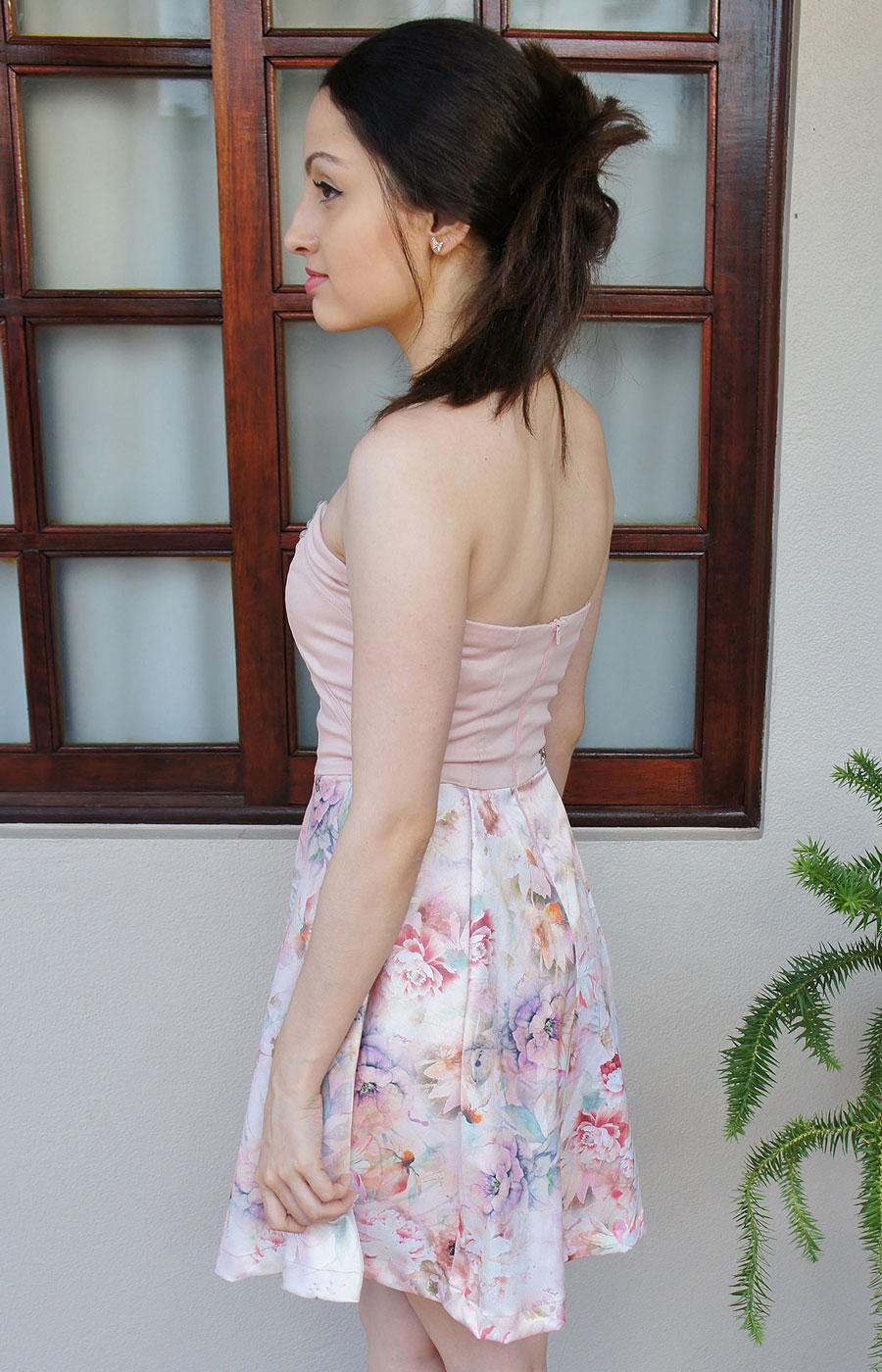 Look Festa Florido Rosa e Sapato Azul