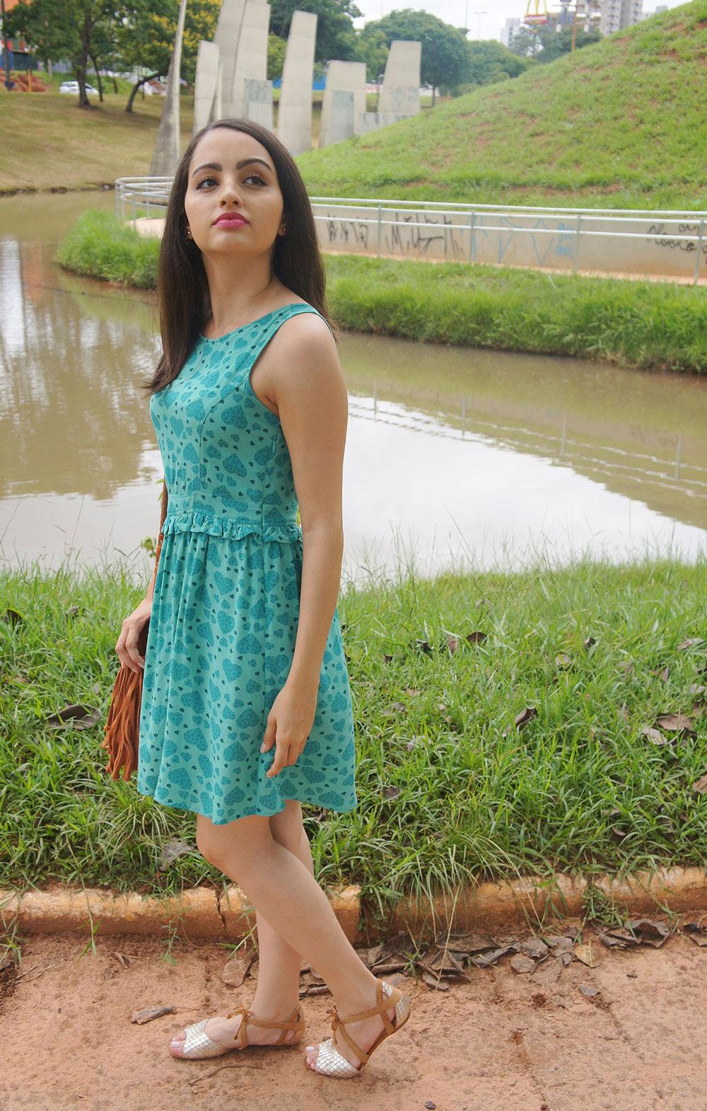 Look Vestido Verde e Rasteira