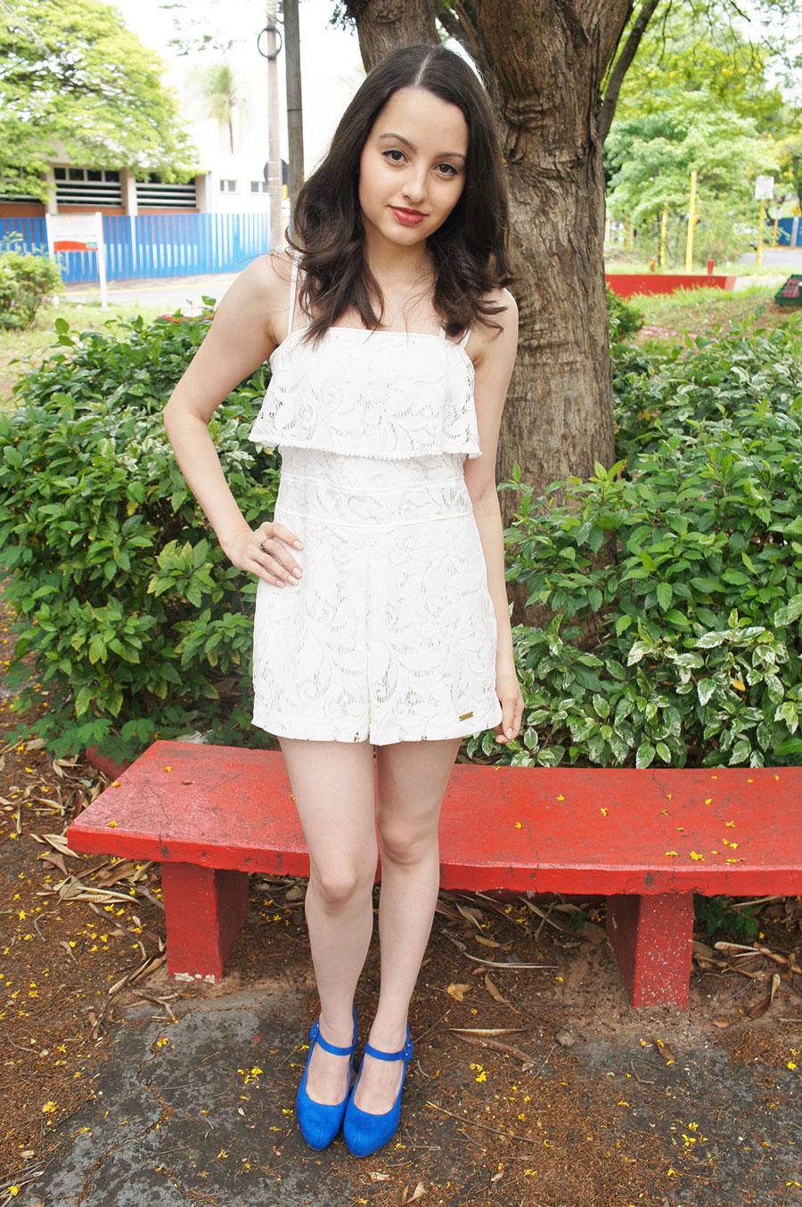 Macaquinho Renda Branco Sapato Azul