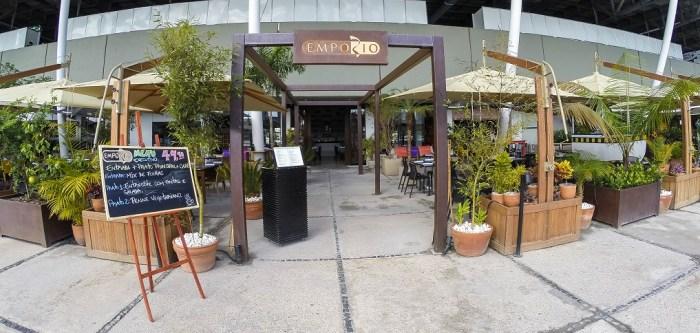7e93dff7a O ambiente é divido em espaço externo e interno. No espaço interno há um  lindo e moderno bar; já no externo a maravilhosa vista para a Marina,  portanto como ...