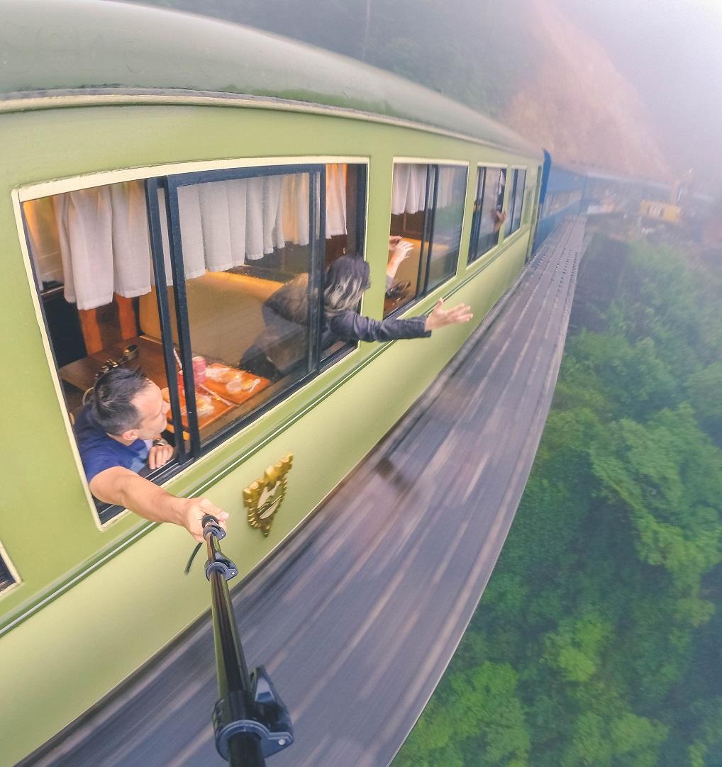 Um dos mais belos passeios de trem do mundo - Curitiba e Morretes